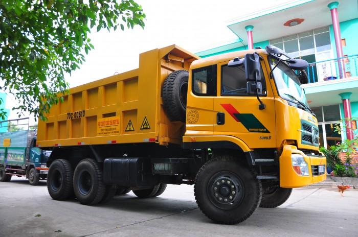 Xe-70C-van-chuyen-chat-thai
